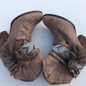 NWOT Not Rated Brown Western Boots